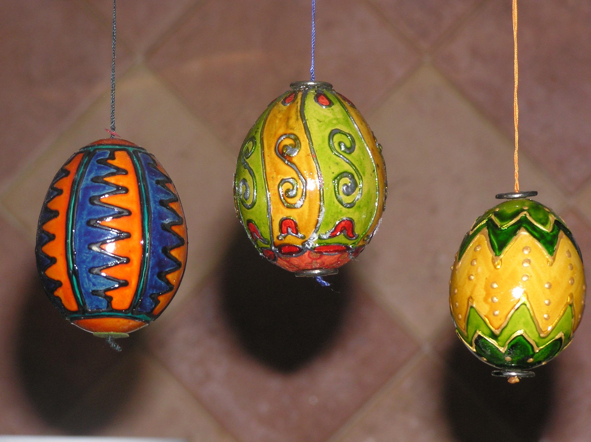több festett tojás
